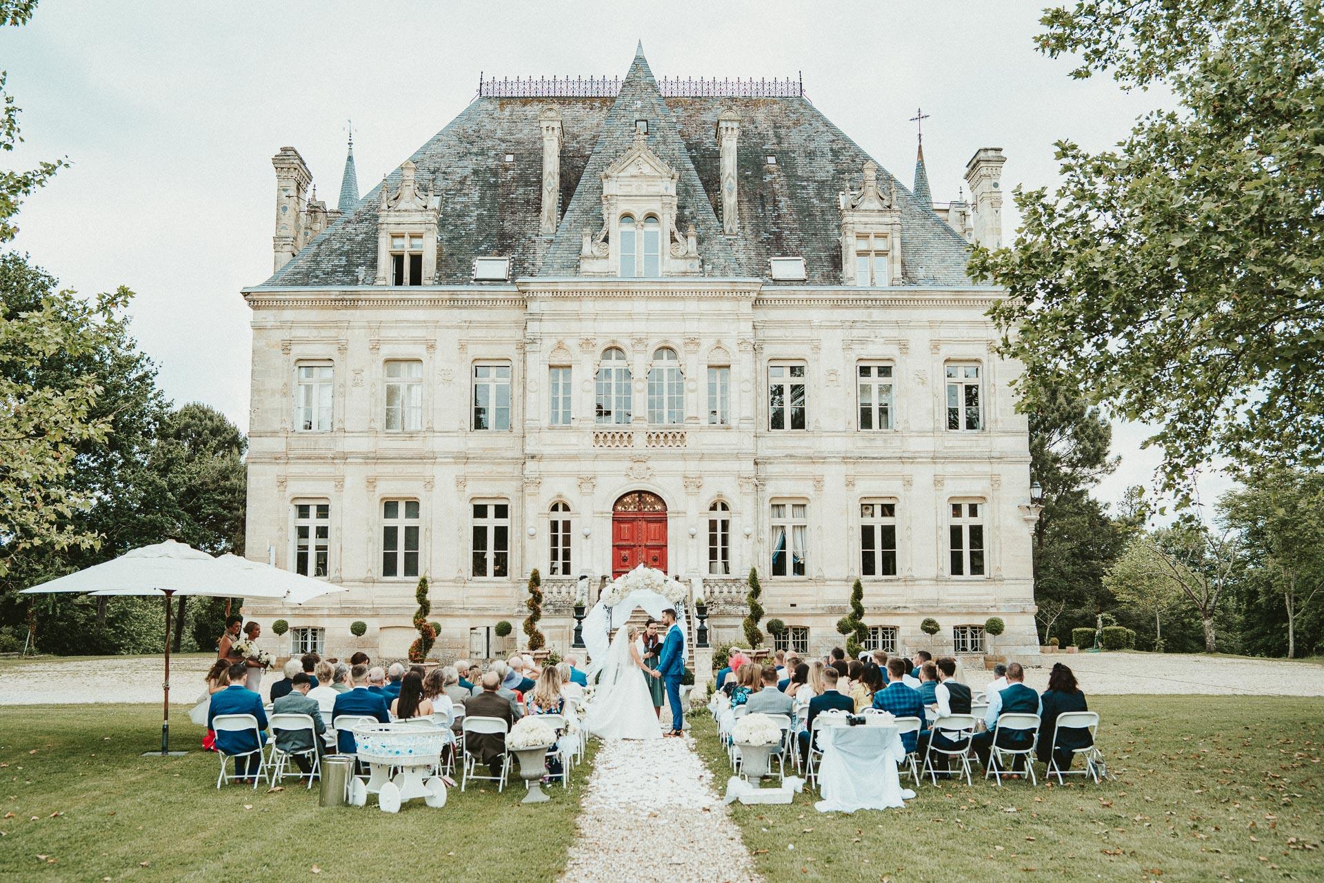 Wedding ceremony at Château de la Valouze